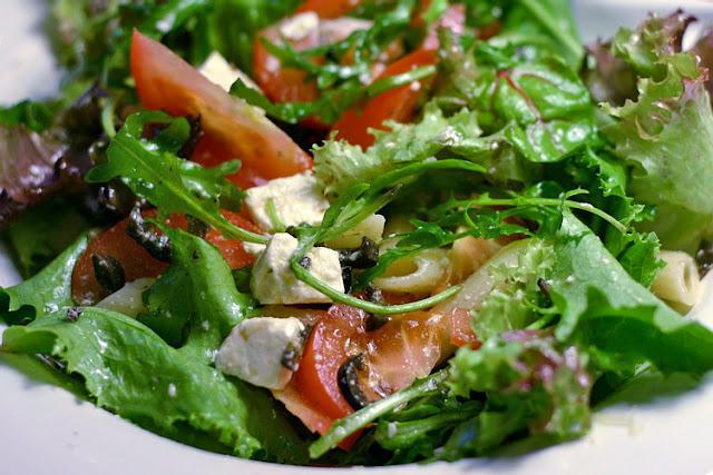 Mediterranean salad healthy