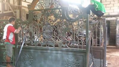 proses penecatan pagar rumah besi tempa