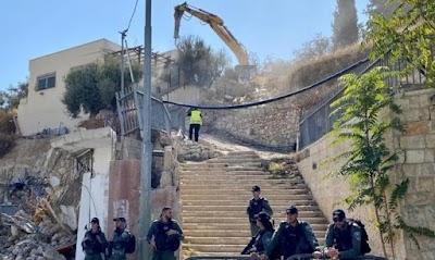 قوات الاحتلال تهدم ثلاث منشآت في العيسوية