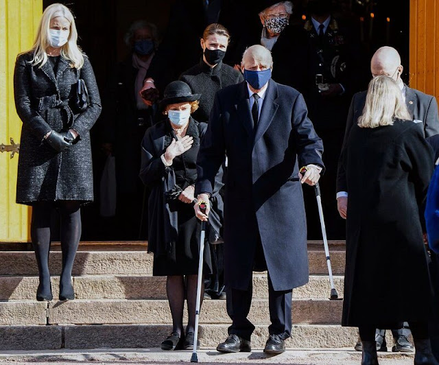 King Harald, Queen Sonja, Crown Prince Haakon, Crown Princess Matte-Marit, Princess Martha Louise and Princess Astrid