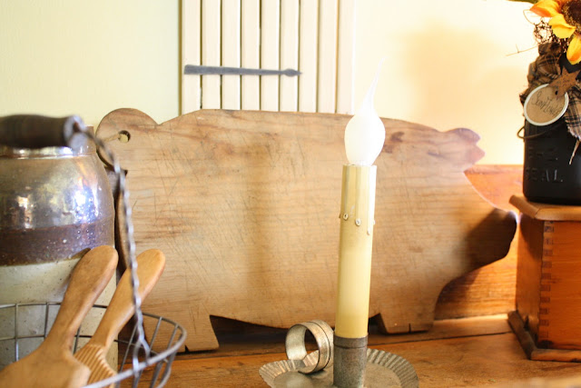 pig cutting boards, candlestick lamp