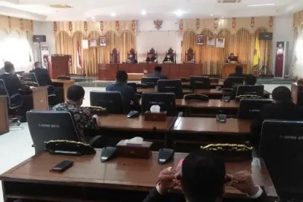 Anggota Hadir 18 Orang, DPRD Sekadau Tunda Rapat Paripurna