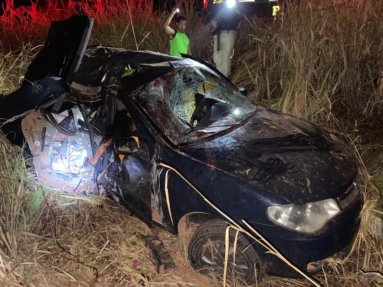 Carro bate em árvore e mata mulher no interior do Maranhão