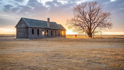 HD Wallpaper Lonely Man, House, Field, Sunset