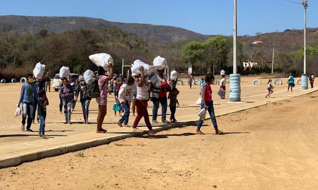 PM distribuiu mais de 300 cestas básicas e cobertores para famílias carentes de Vitória da Conquista e Macaúbas