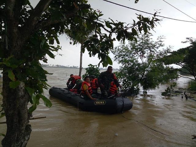 Evakuasi Korban Banjir di Karawang, Kostrad Kerahkan Pasukan Tim PPRC PB