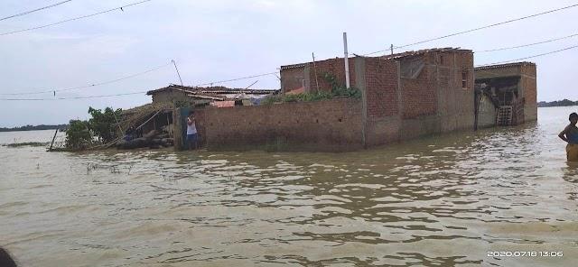 भारी बारिश से नदियों में आया उफान, गांव में घुसा पानी