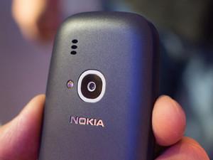 Nokia-3310-2017-camera-flash