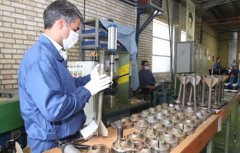 Складання радянських снарядів 3БМ22 калібру 125-мм на заводі в Ірані. Провідний пристрій кільцевого типу