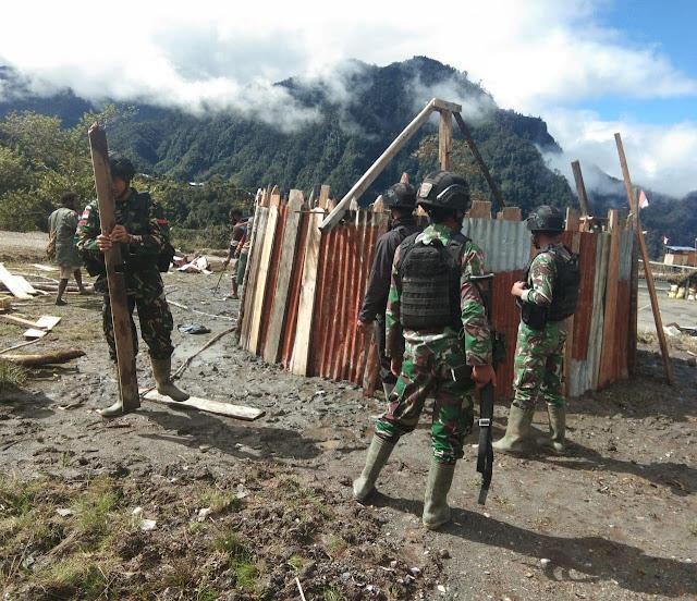 Satgas Yonif Raider 321 Kostrad Bantu Pembangunan Honai Masyarakat Nduga Papua