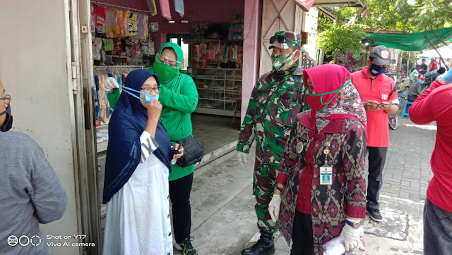 Peduli Warga Koramil Delanggu bagikan masker