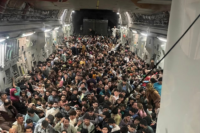 cargo plane evacuating Americans and Afghanis from Kabul