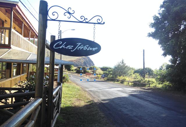 Camino a la cueva Ana Kai Tangata, Isla de Pascua