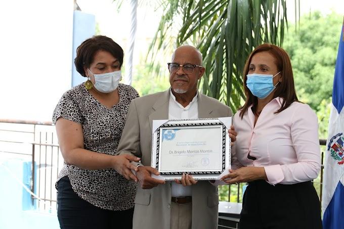 Servicio Regional Salud reconoce trayectorias de varios médicos de la Región Valdesia