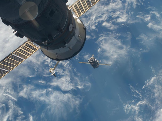 Those Cracks Found on The ISS Are Likely 'Serious', Says Former NASA Astronaut