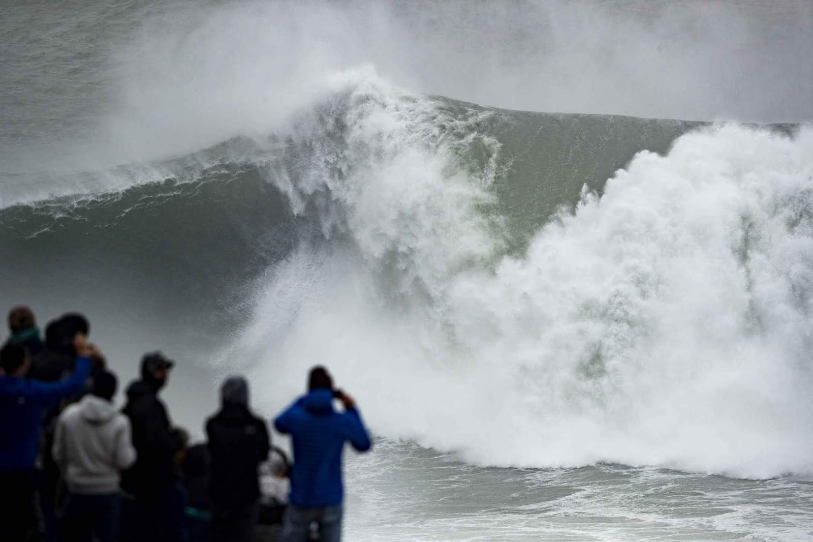 nazare tow in challenge wave0126nazare20poullenot