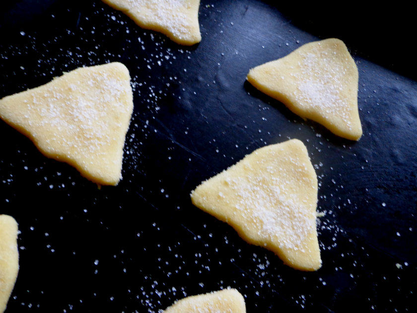 Danish butter cookies by Laka kuharica: Place cookies onto a baking sheet