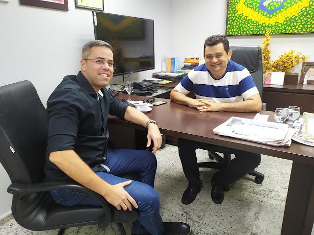 """Deputado Carlos Felipe recebe sargento Borges, líder do """"Grupo Político Independente"""" de Crateús na Assembleia Legislativa"""