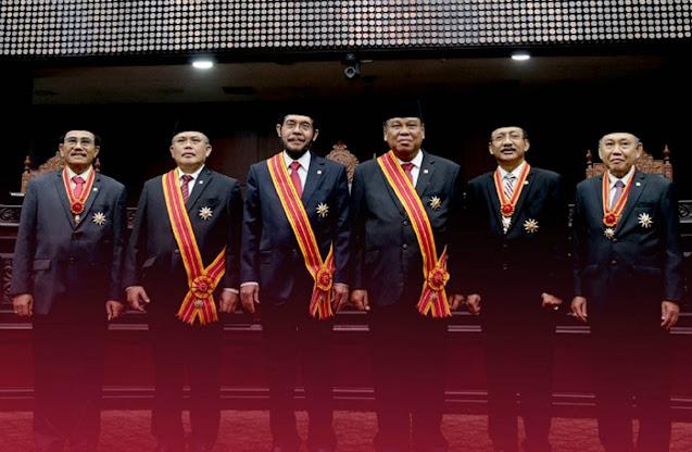 Buruh Curiga Penghargaan Jokowi kepada 6 Hakim MK Berkaitan dengan Gugatan UU Cipta Kerja