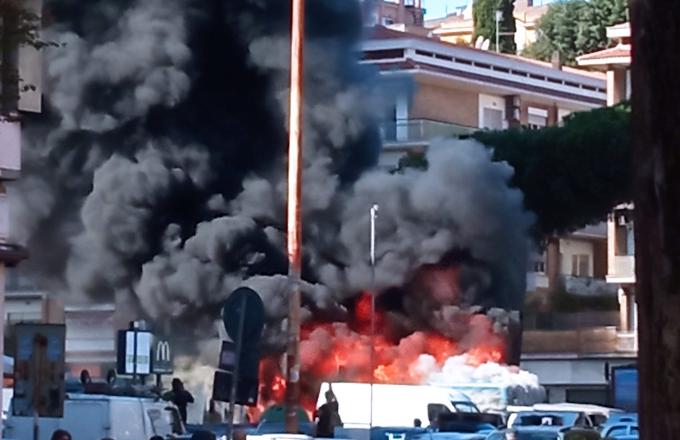 """Incendi bus, Atac: """"Casi in calo del 65%"""""""