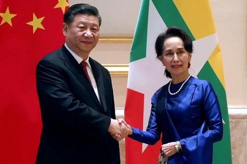 """Facebook dịch tên Chủ tịch Trung Quốc thành """"hố phân"""""""