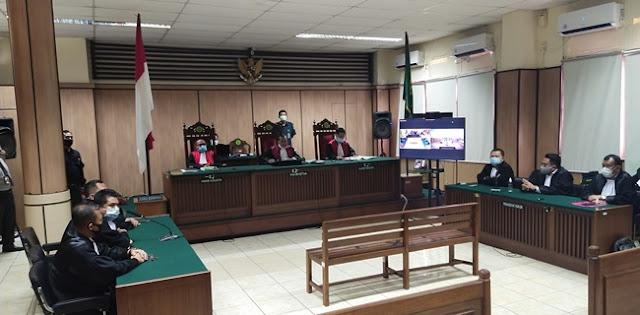 Tok! Majelis Hakim Vonis Penyiram Novel, RK 2 Tahun Penjara dan RB 1 Tahun 6 Bulan