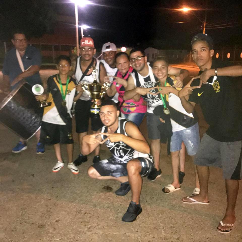Torcedores recebem time sub-12 campeão