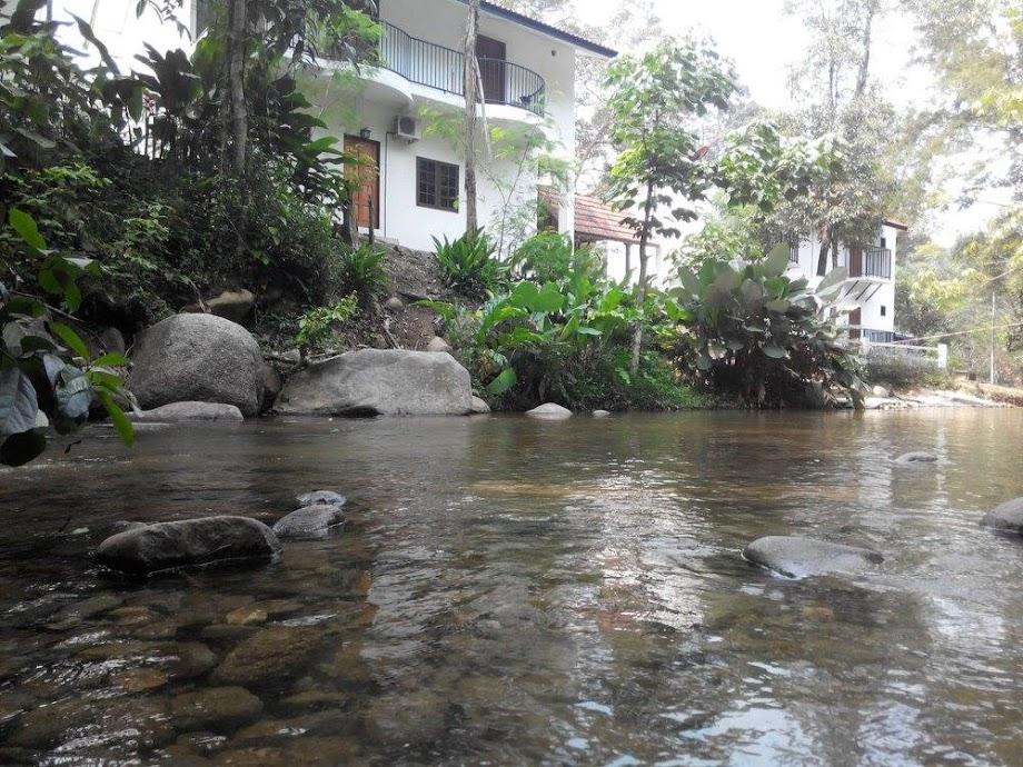Chalet Betul Betul Tepi Sungai Di Janda Baik Dapat Rasai Deruan Air Sungai Mengalir Kat Belakang Bilik Je Port Cuti