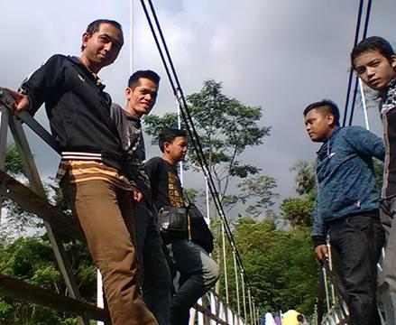 Mengintip Pesona Jembatan Gentala Arasy Jambi Malam Hari