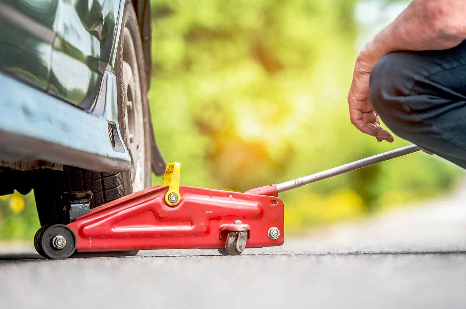 Guidelines for Safe Use of a Car Floor Jack