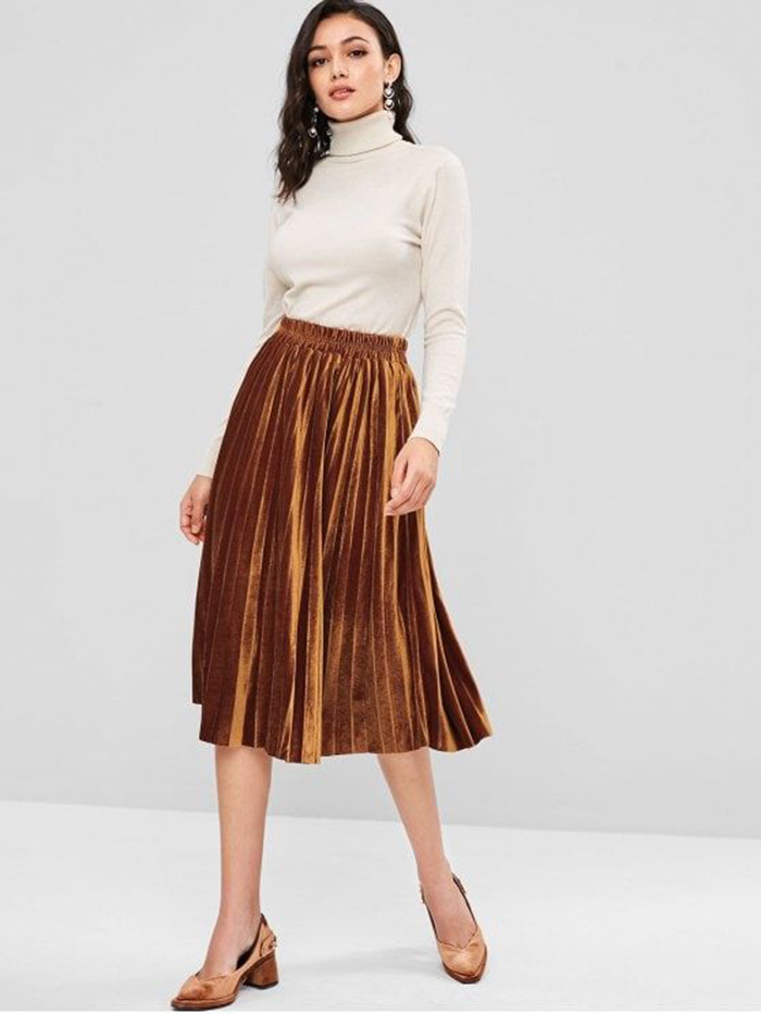 Saia midi plissada de veludo dourado, super elegante e usável não somente na estação fria do ano!