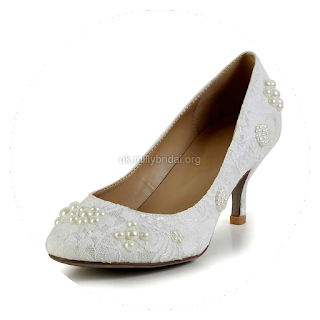 http://www.dressfashion.co.uk/product/women-s-white-lace-pumps-with-pearl-ukm03030603-13476.html?%20Utm_source%20=%20minipost%20&%20utm_medium%20=%201264%20&%20utm_campaign%20=%20blog