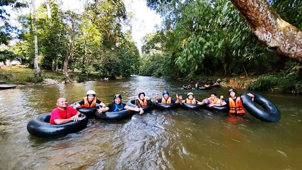 Tubing, Flying Fox dan Abseiling di Teratak Riverview Ulu Bernam