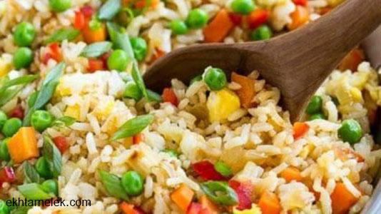 طريقة عمل الأرز المقلي بالخضار و بالدجاج