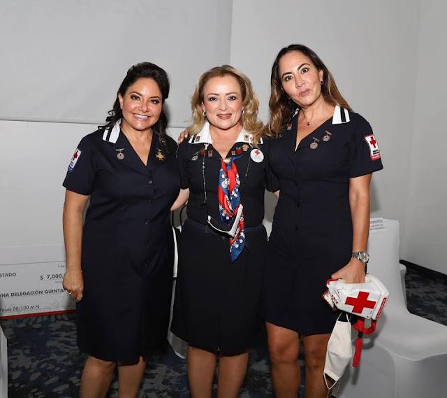 Nenina Domínguez de Albor, Gaby Rejón de Joaquín y Daniela Jamit.