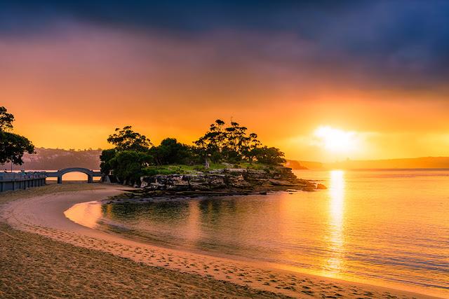 Nơi được cho là có món cá và khoai chiên ngon nhất ở Sydney chính là bãi biển Balmoral, một bãi biển hiền hòa phù hợp với những kỳ nghỉ dành cho gia đình. Còn gì tuyệt hơn khi được cùng người thân ngồi bên bờ biển và thưởng thức đồ ăn ngon nhất Sydney.