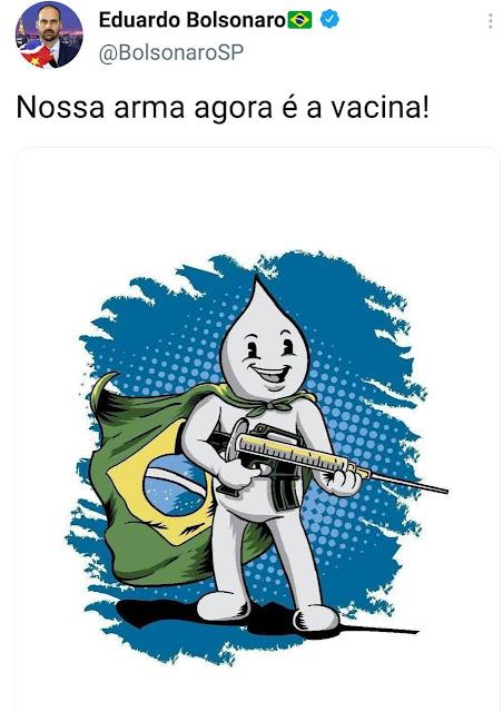 """Vejam do que essa gentalha asquerosa é capaz! Transformaram o simpático Zé Gotinha em um miliciano.   E agora, com o genocídio cultivado por eles, a pleno vapor, querem mudar a narrativa do que aconteceu no Brasil desde o início da pandemia da Covid-19.  Até quando o Brasil vai aceitar ser humilhado por essa canalhada?!  E mais tarde o Bananinha tirou o """"agora"""" da frase """"nossa arma agora é a vacina! Confissão de culpa."""