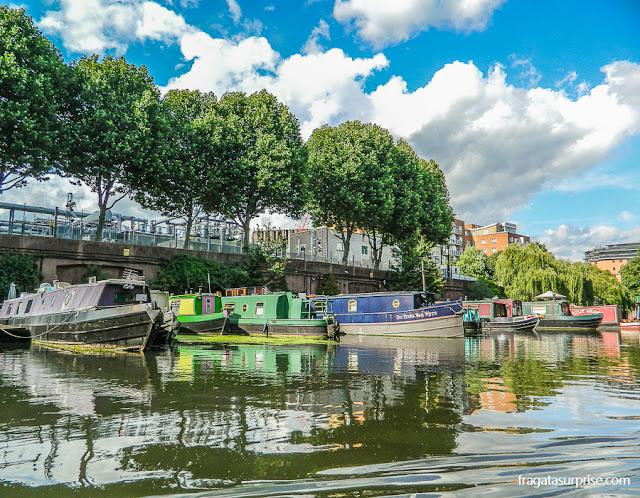 O Regent's Park Canal na altura de Little Venice, Londres