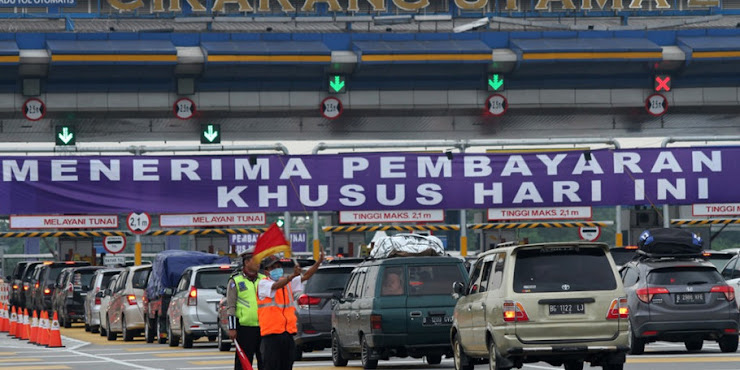 Sebanyak 102.000 Mobil Tinggalkan Jakarta Lewat Gerbang Tol Cikarang Utama