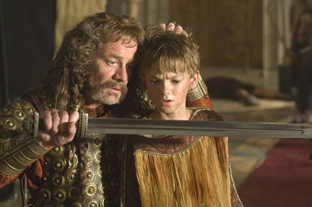 Dans le film La dernière légion, Pendragon se détourne de Rome
