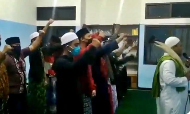 Viral Video Shalat dengan Pedang dan Seruan Jihad lewat Azan, PBNU Ingatkan Persatuan