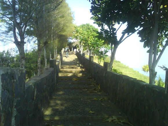 Miniatur Tembok Cina di Pantai Lembah Putri