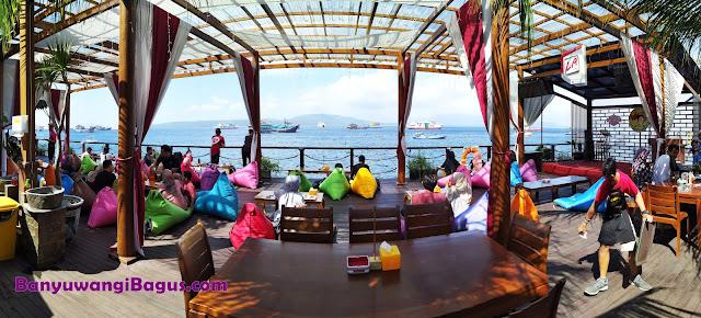 Cafe dan resto Sun Osing Beach Banyuwangi yang viral dan instagramable.