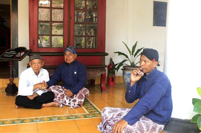 Membahagiakan Orang Tua Dengan Mengajak Jalan-jalan Ke Kraton Yogyakarta