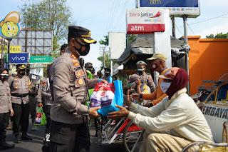 Tak Kenal Waktu Polres Probolingo Kota, Kembali Menggelontorkan Sembako Untuk Keluarga Terdampak PPKM Darurat
