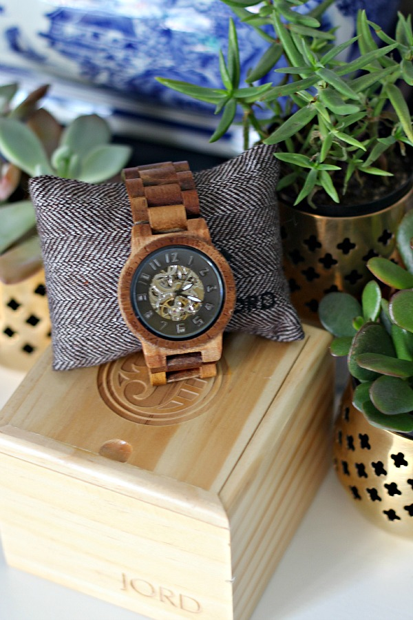 Jord, wood watch, natural accessory