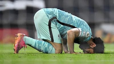 اللاعب محمد صلاح يرد على متابعية وجمهورة بعد وزه بجائزة أفضل لاعب