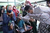 Ganjar Tinjau Vaksinasi di Surakarta