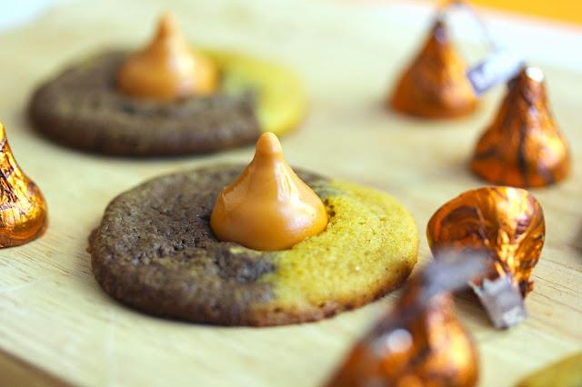 halloween+kiss+cookie4 - Pumpkin Chocolate Swirl Kiss Cookies