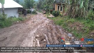 Jalan Kecamatan yang menghubungkan dua desa, yakni Desa Lebak Tipar dan Desa Cilograng, Kecamatan Cilograng, Kabupaten Rangkasbitung, Provinsi Banten sudah lebih dari 12 tahun dibiarkan tak terusur, apalagi diaspal. Padahal sebelumnya, pemerintah sekitar pernah berjanji akan mengaspalnya.